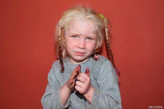 Grecia se vuelca en la búsqueda de los padres de 'María', una niña de cuatro