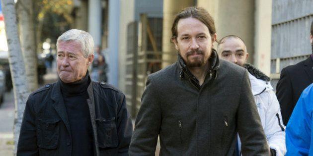 Iglesias acude a apoyar a Verstrynge, juzgado por agredir a un