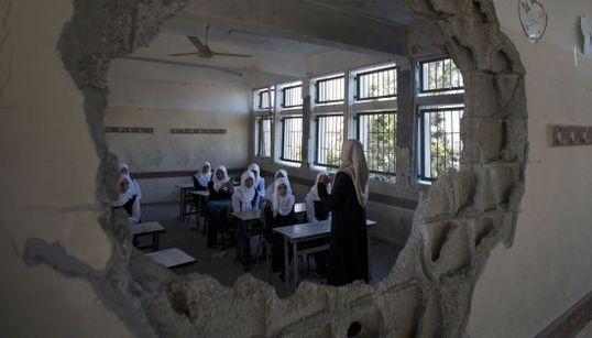 Unos 240.000 niños vuelven al cole en Gaza