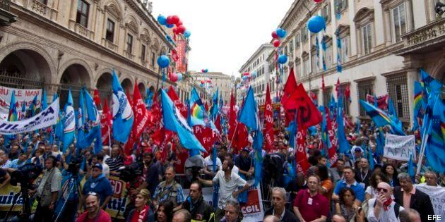 Miles de personas exigen en Roma al Gobierno italiano la creación de empleo y el fin de la