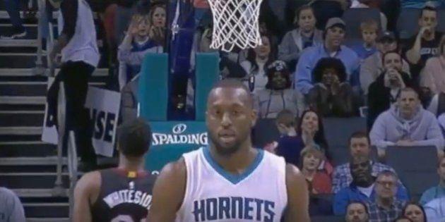 Este jugador hace uno de los mayores ridículos de la NBA por pasarse de