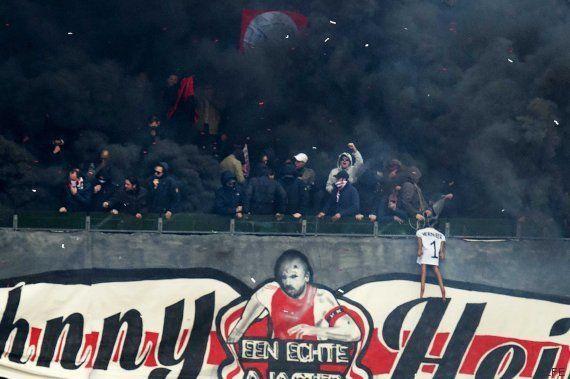 Ultras del Ajax ahorcan a un muñeco del portero del