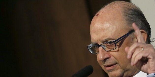 Montoro dice que se atisba la salida de la crisis y la oposición le acusa de vivir en