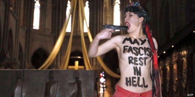 Una activista desnuda en Notre-Dame: