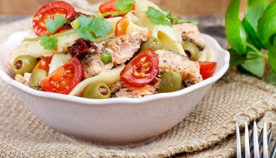 Cómo preparar la ensalada perfecta: elige un ingrediente y acompáñalo con estos tres