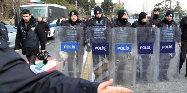 La policía turca sigue buscando al autor del atentado en