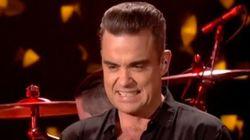 Críticas a Robbie Williams por desinfectarse las manos tras tocar a unos