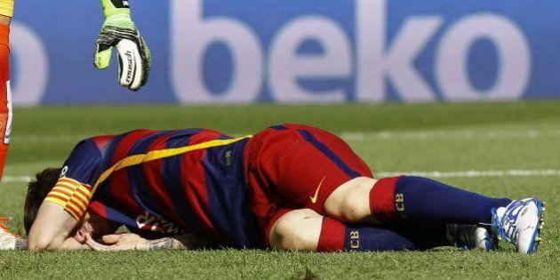 Messi abandona lesionado en el partido ante Las