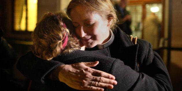 Dios es un hombre: La Iglesia anglicana de Inglaterra seguirá sin ordenar a mujeres