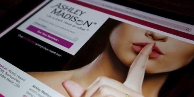 Los 'hackers' publican los datos robados de clientes de la web para casados infieles Ashley
