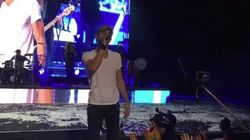 Enrique Iglesias da la nota al cantar 'La chica de ayer'