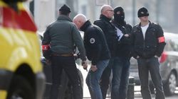 Cuatro policías heridos en una redada antiterrorista en