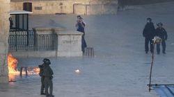 Enfrentamientos entre policía y un grupo de jóvenes en explanada de las