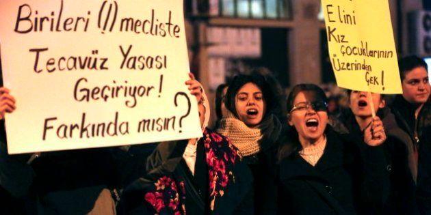 Turquía se manifiesta contra una ley de abusos a menores que suspende las penas si se está casado con...