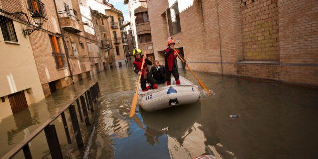 El Ebro se desborda en Tudela e inunda varias calles del Casco