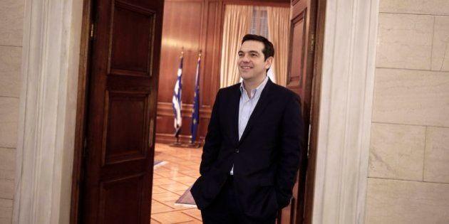 Tsipras anuncia leyes para dar hogar a 30.000 'sin techo' y para prohibir los