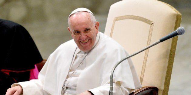 El papa carga contra quienes ofrecen