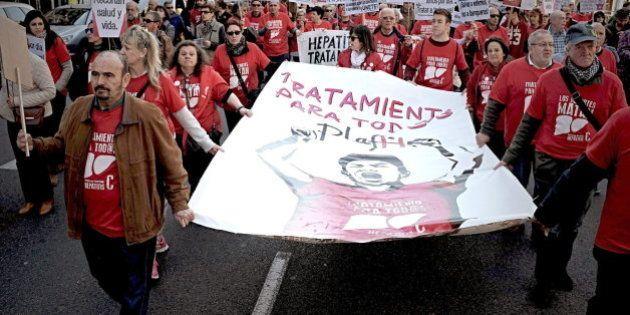 Miles de personas exigen al Gobierno que financie los fármacos contra la hepatitis