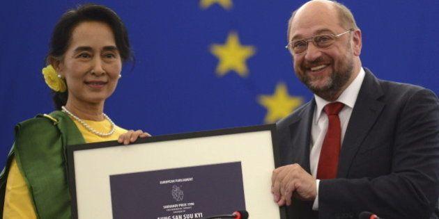 Suu Kyi recibe el Premio Sájarov del Parlamento Europeo 23 años