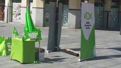 Bromas en Twitter con la foto de una mesa electoral de VOX vacía