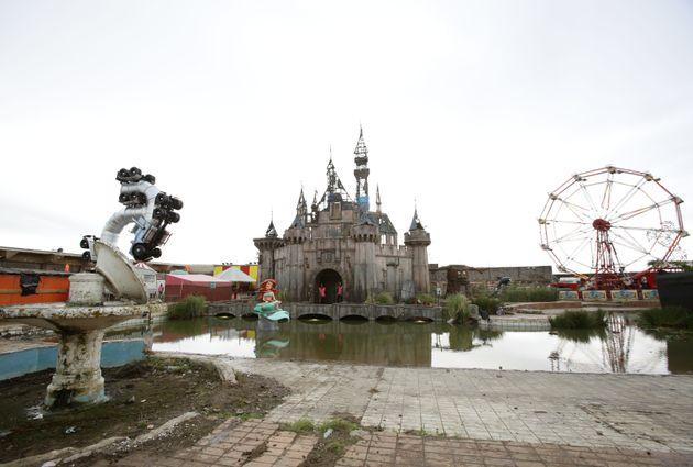 Dismaland de Banksy: el siniestro parque alternativo en