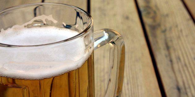 Beber cerveza antes de las copas es mejor y otros 8 mitos sobre el