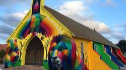 Una iglesia abandonada, redecorada al estilo tecnicolor