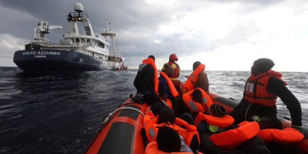 Primer rescate de inmigrantes en el Mediterráneo de 2017: casi 250, entre ellos varios