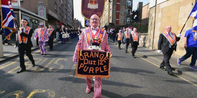 Protestantes radicales marchan contra la independencia de Escocia