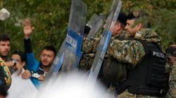 La Policía macedonia dispersa a los migrantes con gases