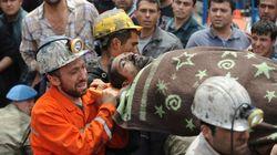 Suben a 282 los muertos por la explosión en una mina en