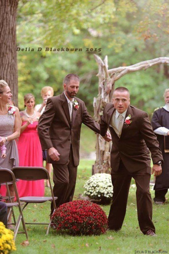 Este padre paró la boda de su hija para que su padrastro la llevara al altar... y todos se