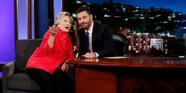 Hillary Clinton deja en evidencia a Donald Trump... con un tarro de