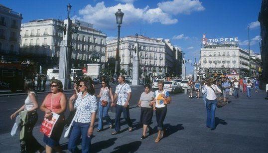 Radiografía de la España de Adolfo Suárez, en 15 imágenes