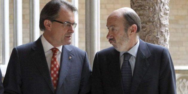 Rubalcaba plantea a Mas cambiar la consulta soberanista por una reforma de la