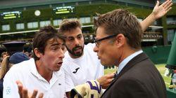 Bronca en Wimbledon por intentar orinar en un bote de bolas