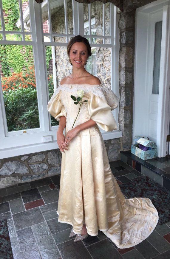 Todo el mundo ha visto este vestido de novia de 120 años de antigüedad, excepto una
