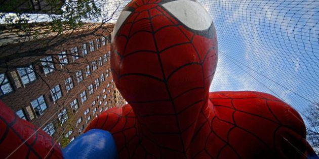 Spiderman, Hello Kitty y la rana Gustavo en el desfile de Acción de Gracias de Nueva York