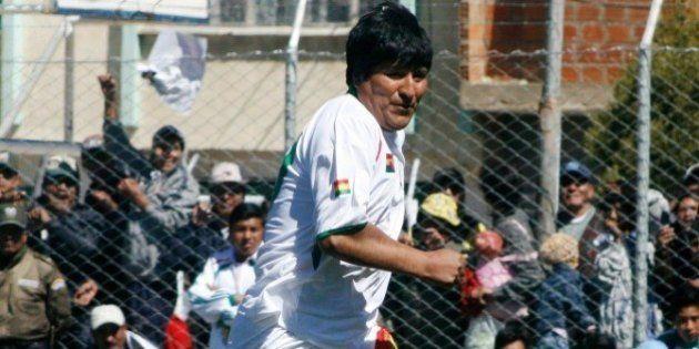 Evo Morales ficha como futbolista por un equipo de la primera división