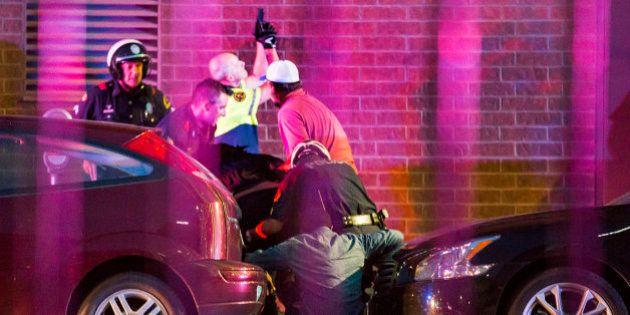 Cinco policías muertos y ocho heridos en las protestas contra la violencia policial en
