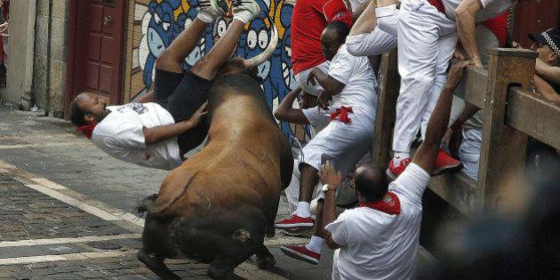 Al menos seis heridos por asta de toro en un encierro largo y muy