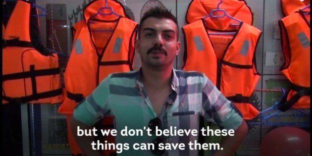 Un vídeo desvela que los chalecos de los refugiados llevan material que se moja y no