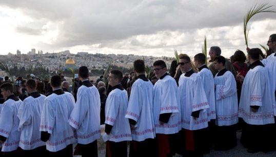 Jerusalén saca las palmas como hace 2000 años
