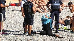 Una mujer es obligada a quitarse el 'burkini' en una playa de