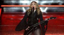 Madonna la lía con una
