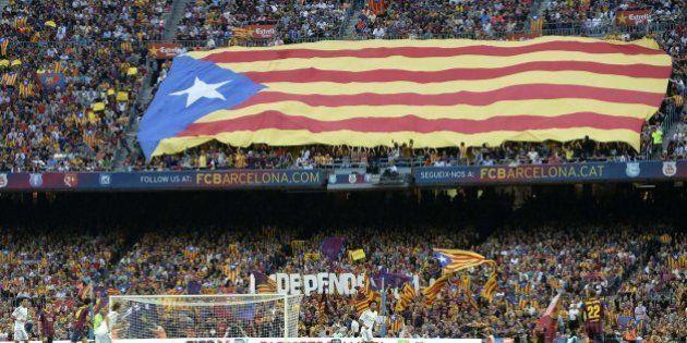 El Camp Nou grita por la independencia durante el Barça-Madrid