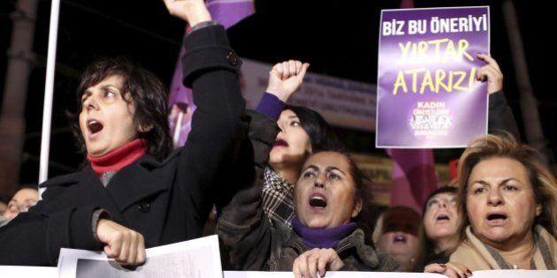 Turquía retira la ley que suspende penas por abuso sexual si el agresor se