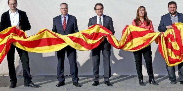 Cataluña vota este domingo con la independencia y los problemas económicos como principales