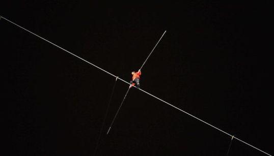 La caminata de Nik Wallenda a 60 pisos de altura (FOTOS,