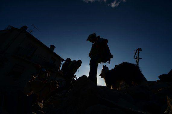 Italia afronta la primera noche tras el terremoto, que deja al menos 124